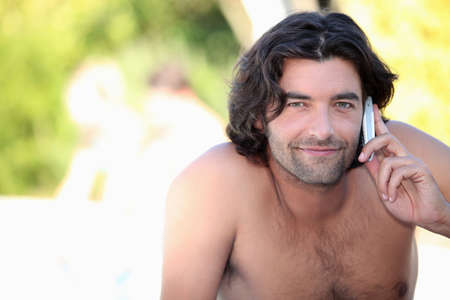 nackte brust: Der Mensch auf dem Handy Lizenzfreie Bilder