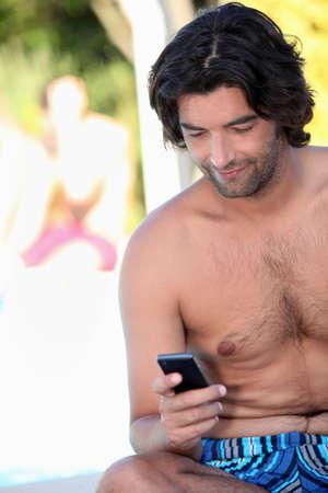 nackte brust: Man SMS versenden