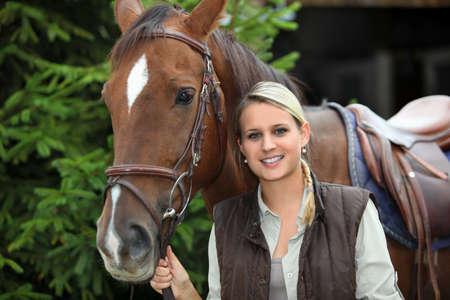 parapente: Mujer con un caballo