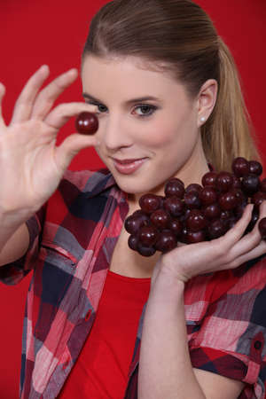regimen: Young girl with bunches of grapes