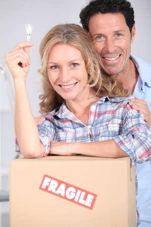 doorkey: Coppia con la chiave per la loro nuova casa