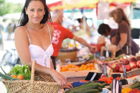 farmers' market: Woman shopping at an outdoor market Stock Photo