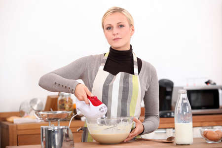convulsions: Woman with a blender in the kitchen Stock Photo