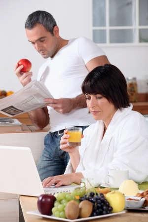 early 40s: Couple having breakfast