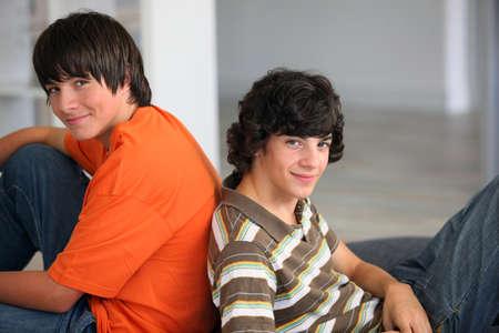 amistad: Los varones adolescentes en el hogar