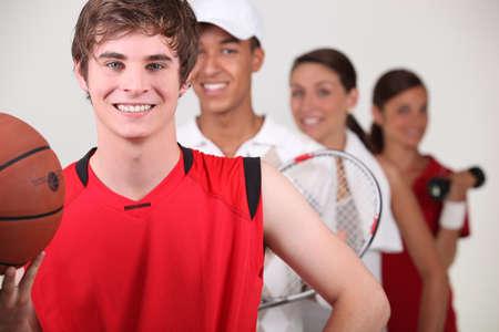 deportistas: Una fila de atletas