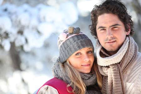 sciarpe: Coppia camminare fuori in un giorno d'inverno