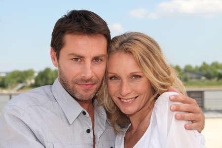 verlobt: Paar im Urlaub