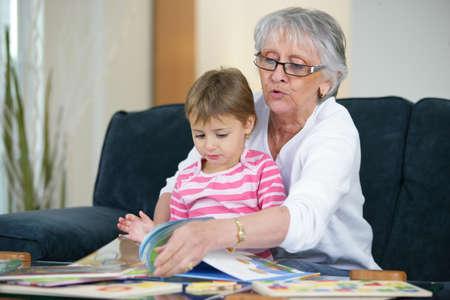 abuelos: La abuela y el niño