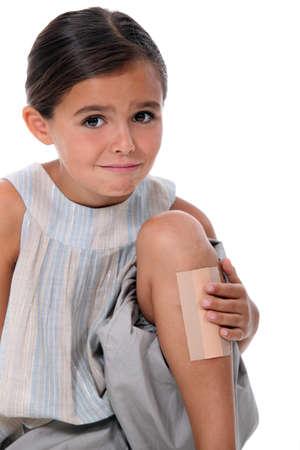 minors: Ni�a con un yeso enorme en la pierna Foto de archivo