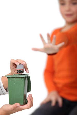 9v battery: Do not put batteries in your household bin!