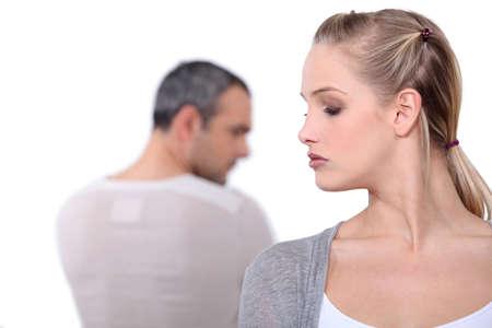 pareja discutiendo: Pareja locos el uno al otro.