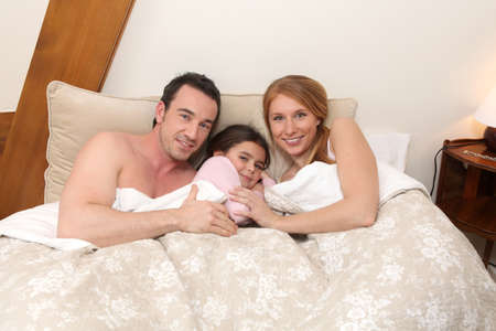 chirpy: Parents and daughter in bed