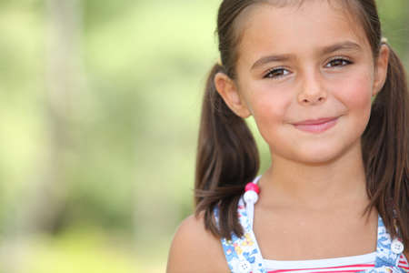 brown hair: Young girl