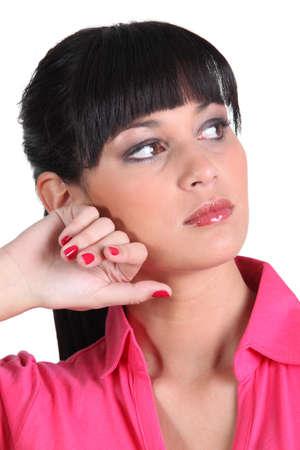 uñas pintadas: Mujer mirando