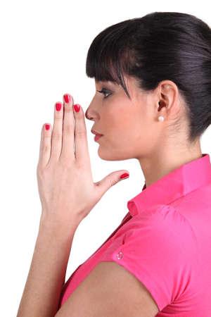 fidelidad: Morena orando Foto de archivo