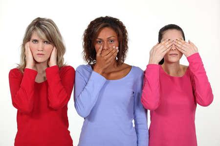 persona confundida: Tres mujeres jóvenes expresivos Foto de archivo