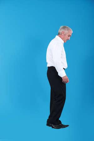 hombre flaco: Hombre caminando en el aire