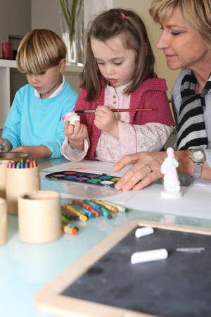 waxes: Grandma painting with grandchildren