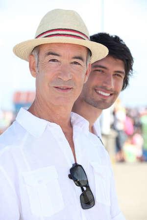 hombres gays: retrato de un hombre con sombrero