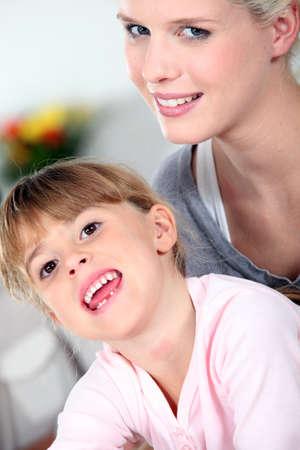 Madre e hija compartiendo un momento de ternura Foto de archivo - 14213728