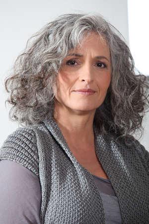 firmeza: Retrato de mujer de mediana edad Foto de archivo