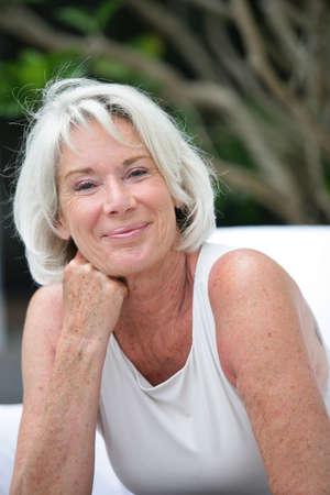 one senior adult woman: Retrato de mujer mayor hermosa