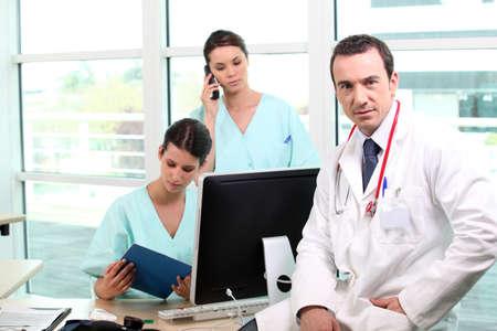 salud publica: Médico y las enfermeras Foto de archivo