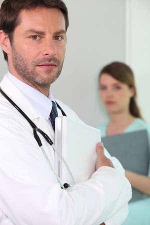 salud publica: Médico del Hospital con un ordenador portátil Foto de archivo