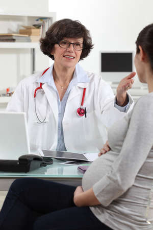 gynecologist: pregnant woman with gynecologist