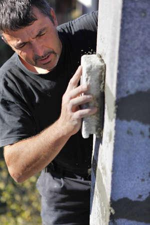 Mason smoothing wall photo