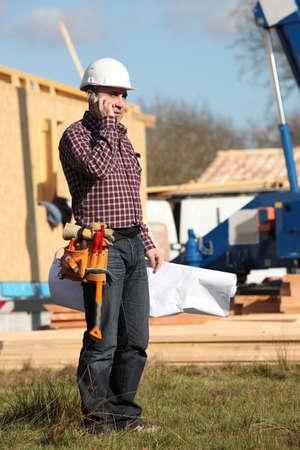 supervisión: Capataz estaba junto a la casa de madera