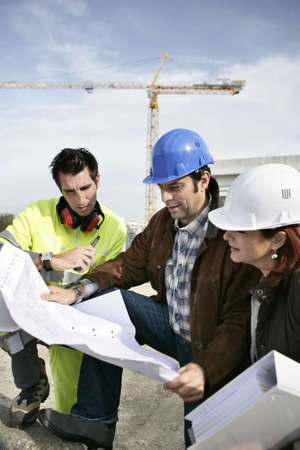 building worker: Construction team looking at plans