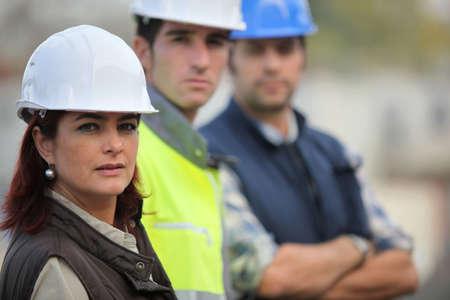 obreros trabajando: Tres compa�eros de la construcci�n
