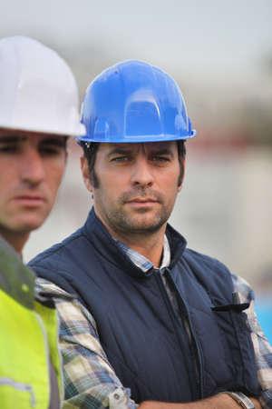 trabajador petroleros: Un equipo de constructores