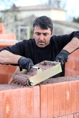 bricklayer: Alba�il construcci�n de una casa