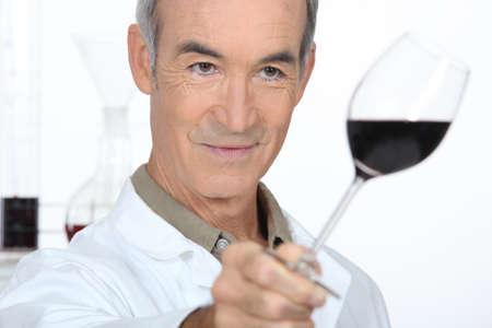 degustating: Man tasting red wine