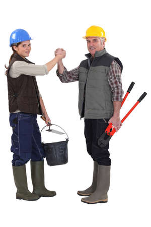 jobbing: Construction co-workers gripping hands