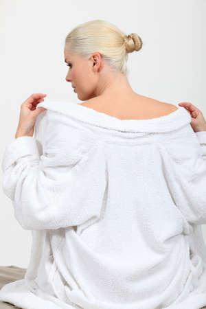 sauna nackt: Zur�ck von einer Frau Entkleiden anzeigen