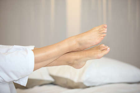 feet relaxing: Leg of a woman