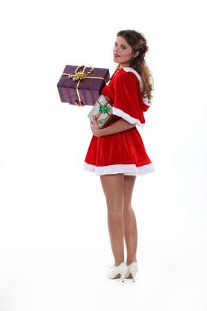 señora: Saucy Señorita Santa con los regalos de Navidad