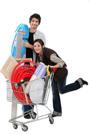zelf doen: Paar op een bouwmarkt