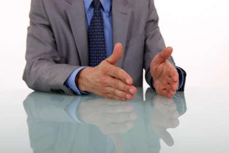 lenguaje corporal: manos del hombre de negocios gesticula al hablar Foto de archivo