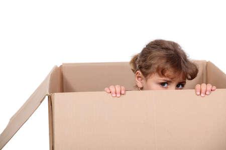 rut: Little girl playing in a cardboard box