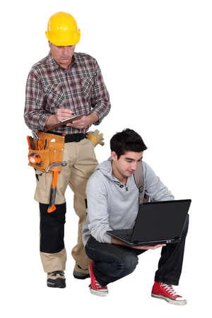 anti noise: Carpenter era da giovane apprendista, usando, laptop