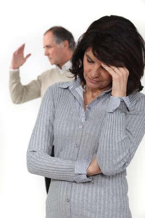 edad media: Una pareja de mediana edad que tiene un argumento
