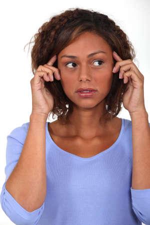 psiquico: Joven mujer con las manos a la cabeza Foto de archivo