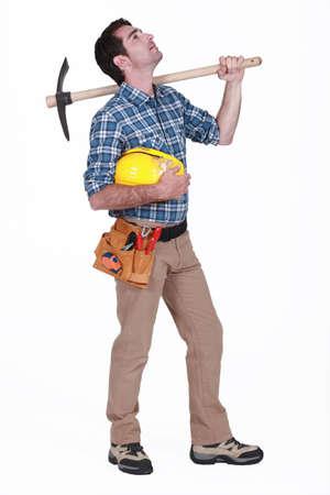 obrero: Trabajador levantando los ojos al cielo