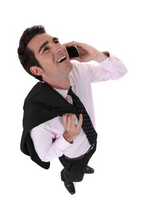 laughing out loud: Empresario riendo en voz alta durante una llamada