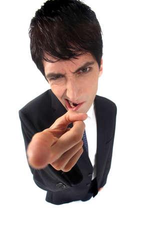 dedo indice: Hombre de negocios enojado que señala